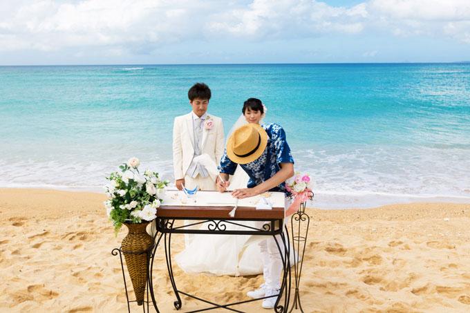 沖縄でビーチウェディング