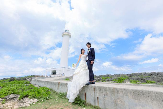 残波岬 真っ白な灯台をバックに