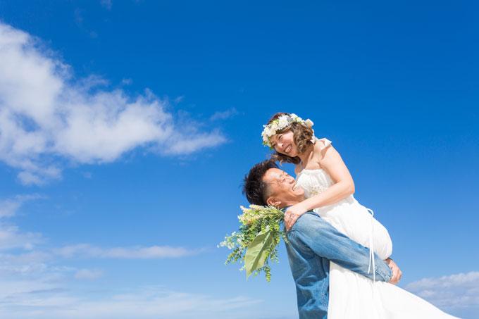 石垣島の空に広がる鮮やかな青をいかした爽やかなフォトウェディング