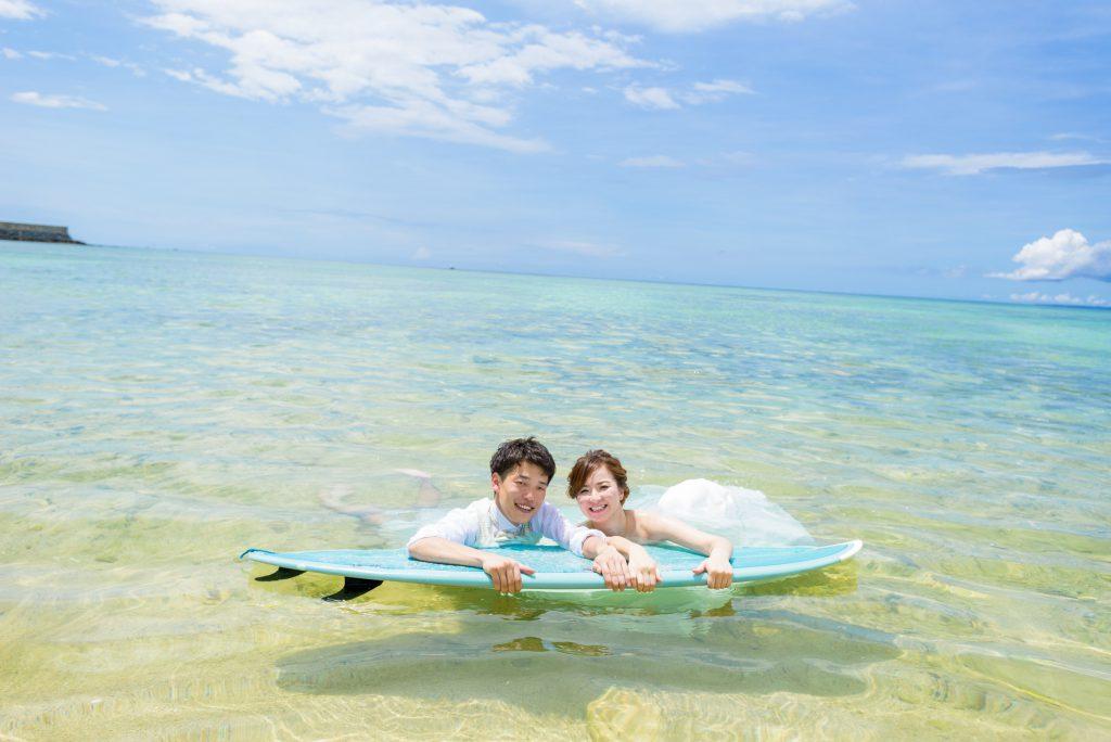 トラッシュザドレス サップで海に|沖縄ウェディングオンライン