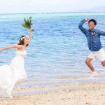 石垣島ビーチフォト 二人で元気にジャンプショット