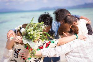 石垣島ビーチフォト 友人達とのスクラム