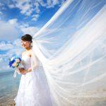 石垣島ビーチフォトウェディング ロングベールの横向きカット