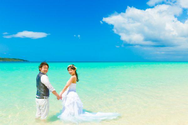 青い海と白い砂が織り成すグラデーション