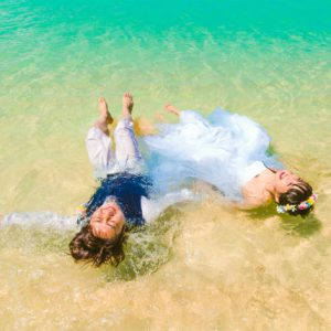 透き通る海に浮かんで