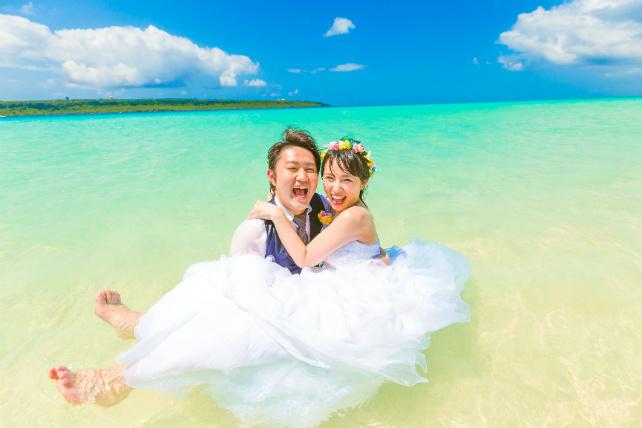 宮古島の東洋一といわれるビーチでフォトウェディング