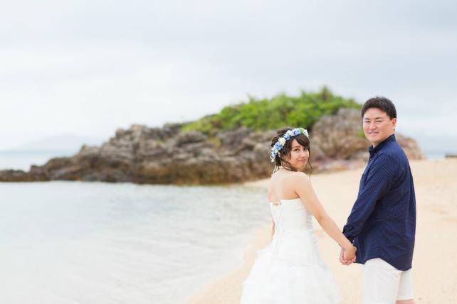 石垣島の天然ビーチを歩きながら
