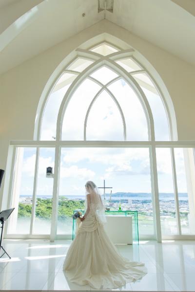 花嫁ソロショットはチャペルフォトウェディングの定番