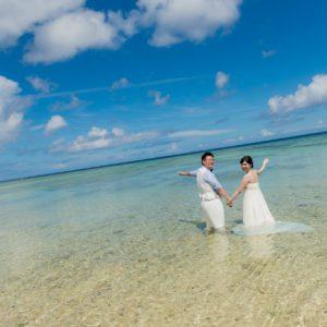 特別な沖縄フォトウェディングは海に入った撮影