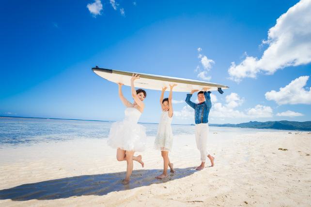 沖縄のビーチでもSUPボードは大活躍