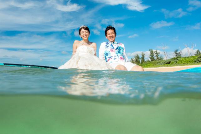水面と水中の両方が撮影できる水中カメラショット