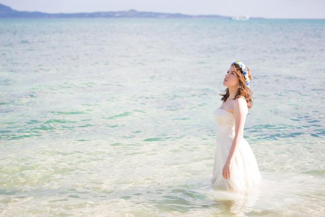 トラッシュザドレスでふたりらしさを引き出して♪|沖縄ウェディングオンライン