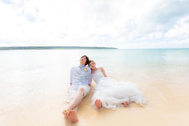 ふたりらしさが際立つトラッシュザドレス|沖縄ウェディングオンライン