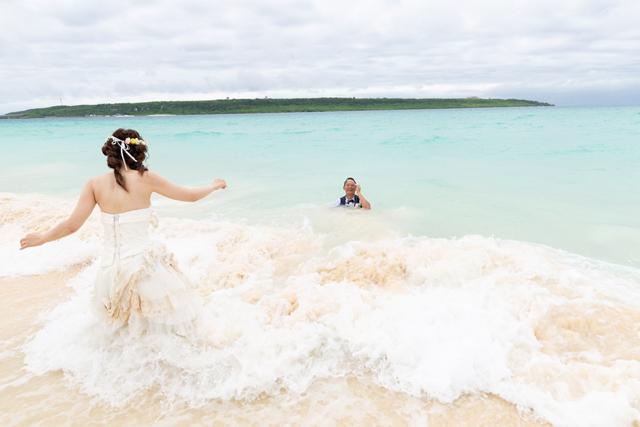 トラッシュザドレスは最高に楽しい思い出体験に|沖縄ウェディングオンライン