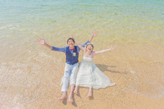 沖縄フォトウェディング 海に入れる
