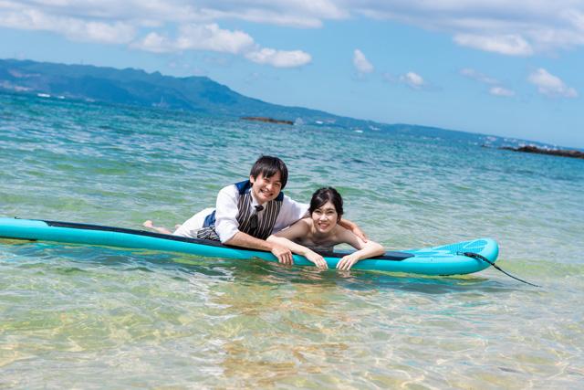 サップでトラッシュザドレス|沖縄ウェディングオンライン