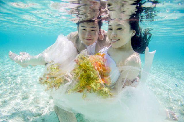 水納島水中撮影フォトウェディングプラン|沖縄ウェディングオンライン