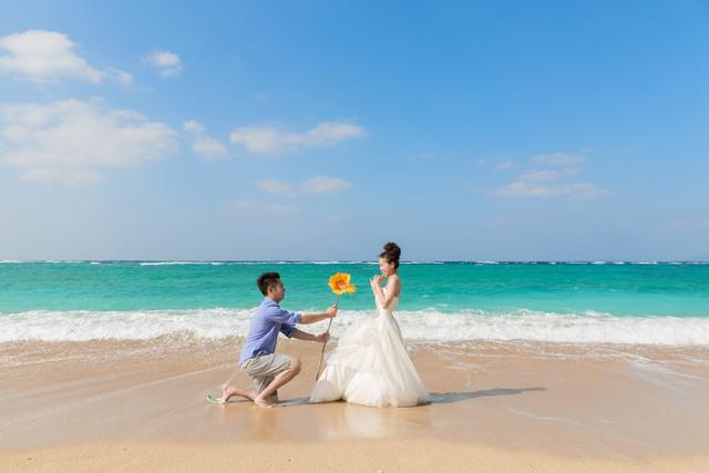 二人の愛の証にトラッシュザドレス|沖縄ウェディングオンライン