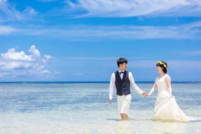 オフショットでもトラッシュザドレス|沖縄ウェディングオンライン