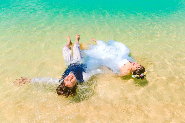 トラッシュザドレスウェディングで異次元体験|沖縄ウェディングオンライン
