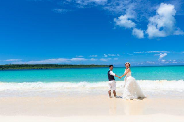 美麗な海でトラッシュザドレス|沖縄ウェディングオンライン