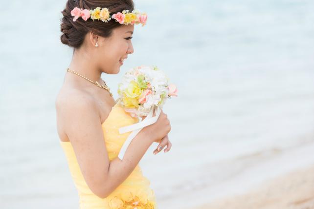 沖縄ビーチフォトウェディングカラードレス黄色