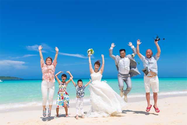 宮古島与那覇前浜ビーチファミリーフォトウェディング|沖縄ウェディングオンライン