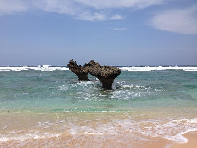 ハートロック 古宇利島|沖縄ウェディングオンライン