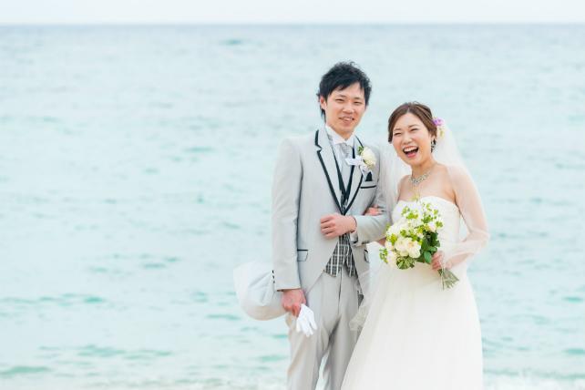 沖縄で結婚式と会食とビーチフォトウェディングを家族みんなで楽しめる