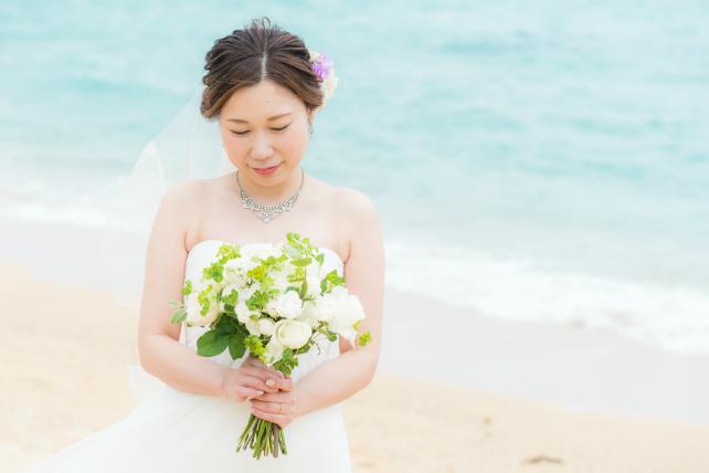 沖縄ビーチ挙式と会食プランの撮影シーン
