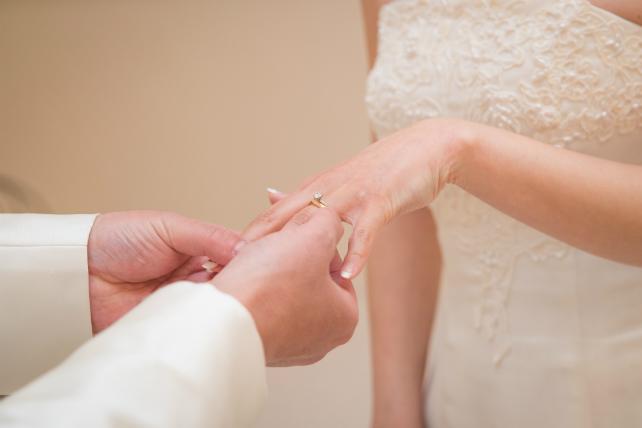 石垣島チャペルで指輪の交換