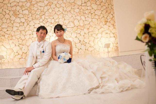 石垣島のチャペル撮影で、仲良く座りショット
