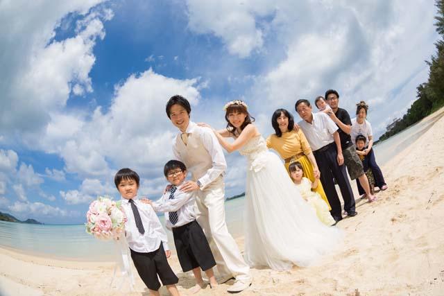 家族と一緒にフォトウェディング|沖縄ウェディングオンライン