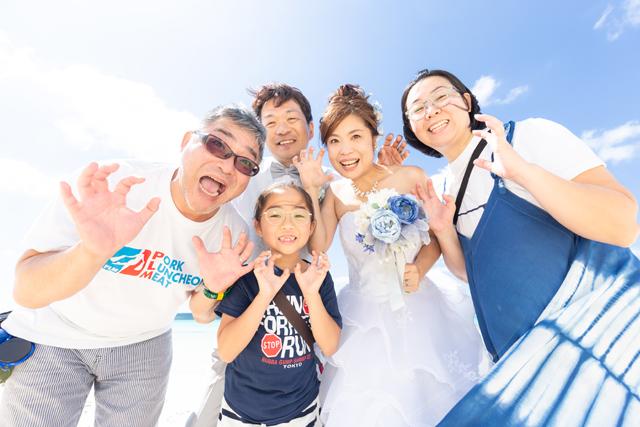 両親と一緒に沖縄でフォトウェディング|沖縄ウェディングオンライン