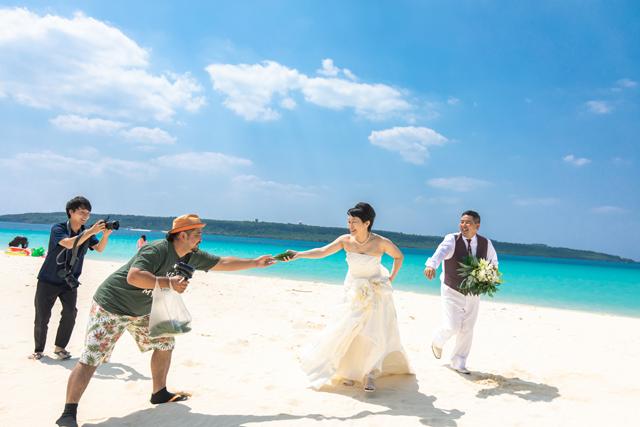 両親と一緒にフォトウェディング|沖縄ウェディングオンライン