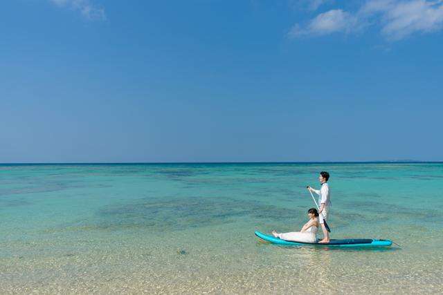 沖縄本島でサップから海にジャンプイン