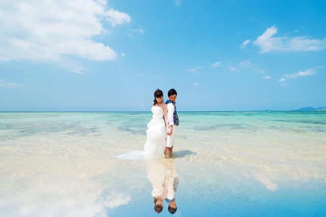 ウユニ湖風ショットも大人気 沖縄ウェディングオンライン