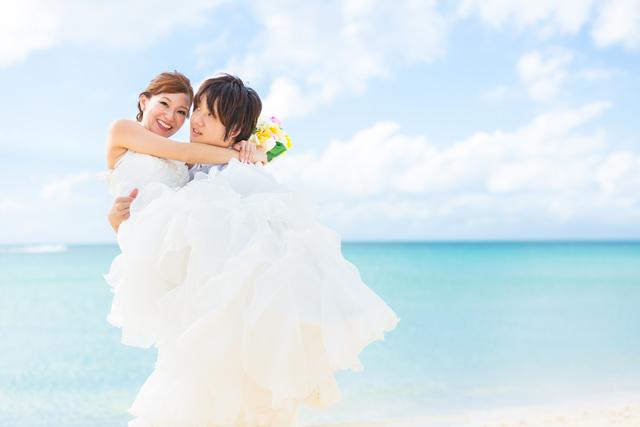 お姫様抱っこ 沖縄ウェディングオンライン