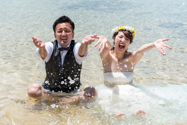 沖縄・恩納村トラッシュザドレスウェディングフォト|沖縄ウェディングオンライン